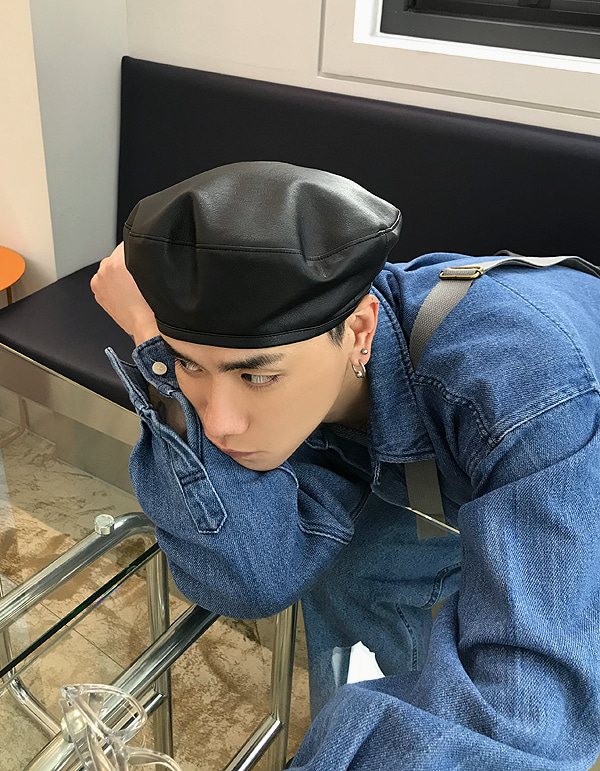 No.7989 leather beret